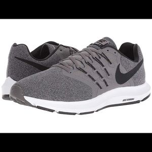 Men's NIKE Run Swift Athletic sneakers size 9